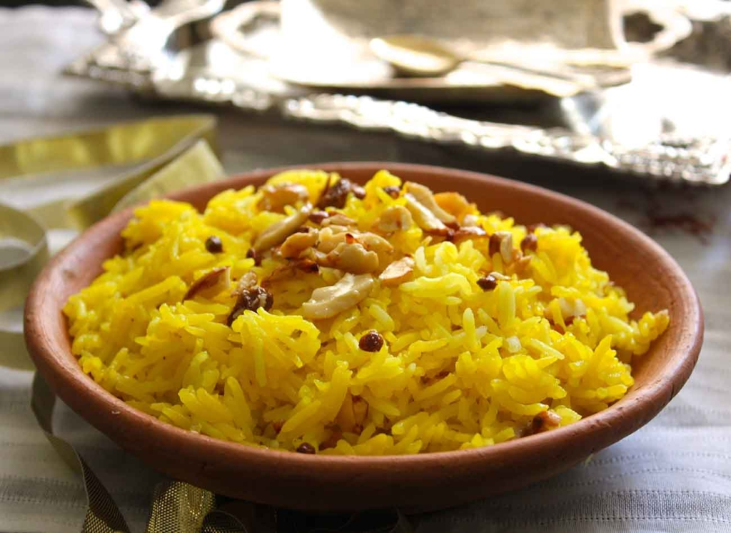 Meethe Chawal or sweet rice are prepared using basmati rice, ghee, and sugar along with some cardamom and saffron. Basmati rice grown in Haryana is the best. The dish is very famous and is served during Basant Panchami festival.Every individual must try it at least once.